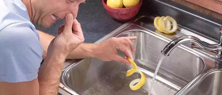 Запах из раковины на кухне: как устранить своими руками, инструкция