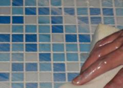 Как отмыть керамическую плитку на полу от въевшейся грязи: способы очистки кафеля от клея